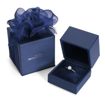 ダイヤモンドもしくは婚約指輪を購入でプレゼント。プロポーズに最適な専用BOX