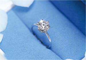 ダイヤモンドが輝く婚約指輪