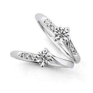 銀座ダイヤモンドシライシの婚約指輪「ダイヤモンド・リリー(メレダイヤあり)」
