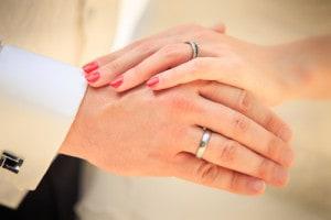 結婚指輪で二人の絆は強くなるイメージ