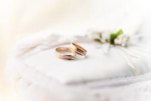 結婚指輪を交換する