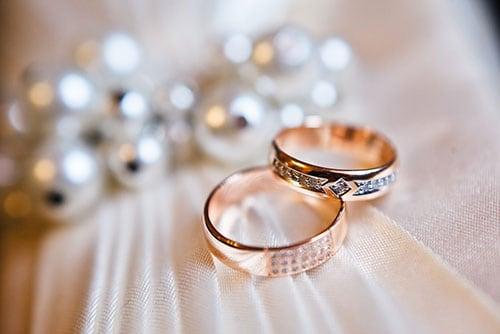 結婚指輪はダイヤ付きとナシどっち? それぞれのメリットのイメージ