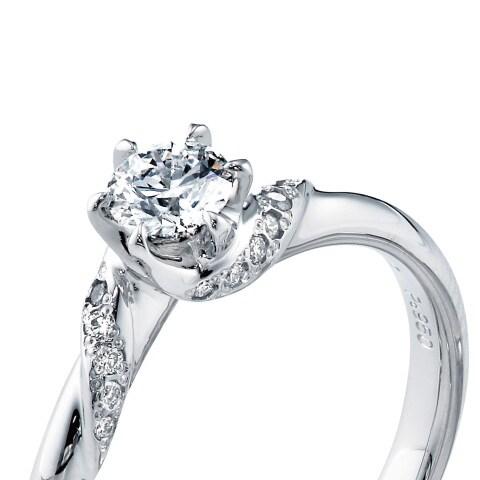 ブライト プリュマージュ 婚約指輪の拡大